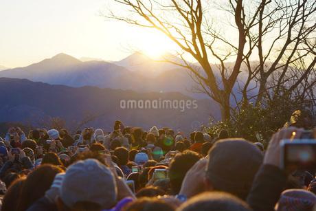 高尾山からのダイヤモンド富士の写真素材 [FYI01263668]