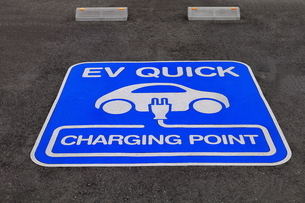 電気自動車の充電スタンド の写真素材 [FYI01263680]
