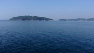 瀬戸内海に浮かぶ島の写真素材 [FYI01263869]