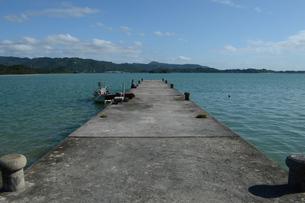 内海の古い桟橋の写真素材 [FYI01264623]