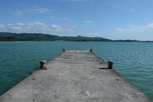 内海の古い桟橋の写真素材 [FYI01264624]
