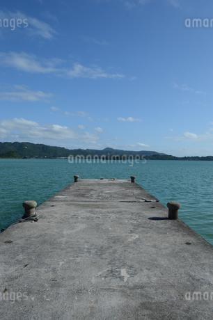 内海の古い桟橋の写真素材 [FYI01264625]