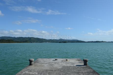 内海の古い桟橋の写真素材 [FYI01264626]