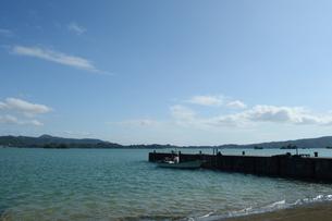 内海の古い桟橋の写真素材 [FYI01264646]