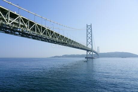 晴れた日の明石海峡大橋の写真素材 [FYI01264649]
