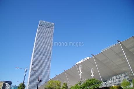 JR東京駅グランルーフと青空の写真素材 [FYI01264693]