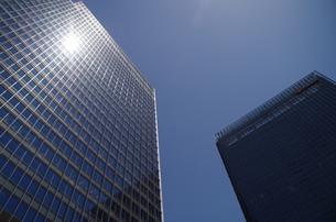 日本橋高層ビルと青空の写真素材 [FYI01264697]