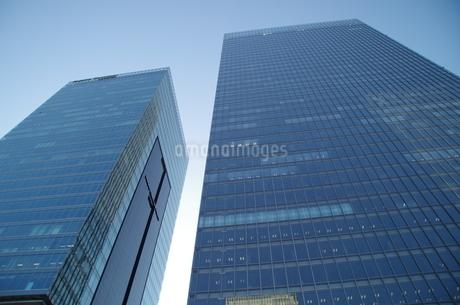 日本橋高層ビルと青空の写真素材 [FYI01264703]