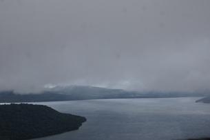 霧の美幌峠(屈斜路湖)の写真素材 [FYI01264803]