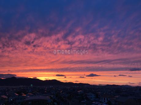 燃える夕陽の写真素材 [FYI01264901]