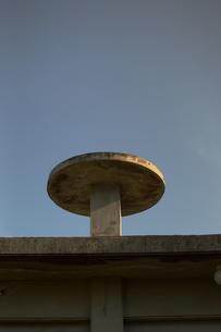民家の屋上の円形の台の写真素材 [FYI01264957]