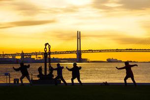 早朝の体操イメージの写真素材 [FYI01265146]