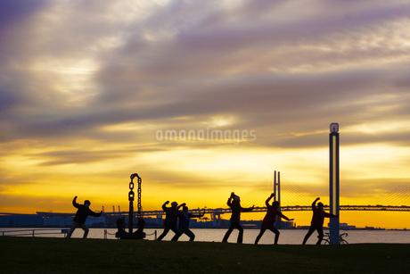 早朝の体操イメージの写真素材 [FYI01265153]