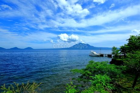 北海道支笏湖の春の風景の写真素材 [FYI01265256]