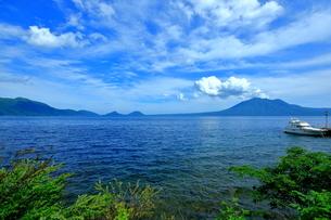 北海道支笏湖の春の風景の写真素材 [FYI01265258]