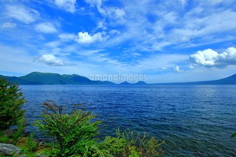 北海道支笏湖の春の風景の写真素材 [FYI01265260]
