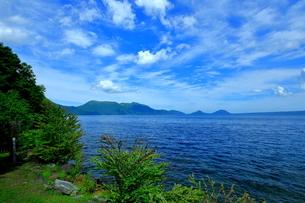 北海道支笏湖の春の風景の写真素材 [FYI01265262]