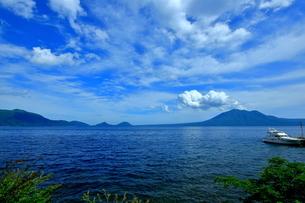 北海道支笏湖の春の風景の写真素材 [FYI01265264]
