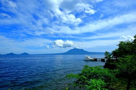 北海道支笏湖の春の風景の写真素材 [FYI01265266]