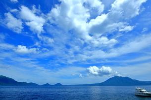 北海道支笏湖の春の風景の写真素材 [FYI01265269]