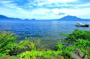 北海道支笏湖の春の風景の写真素材 [FYI01265275]