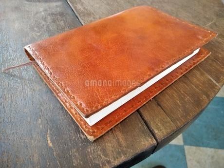 テーブルの上の本の写真素材 [FYI01265442]