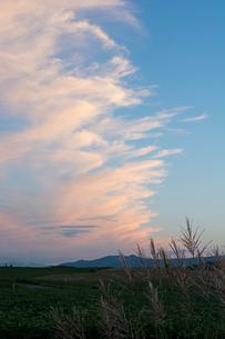 夕焼雲と青空の写真素材 [FYI01265605]
