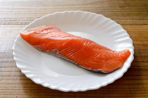 銀鮭 切身の写真素材 [FYI01265676]