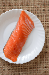 銀鮭 切身の写真素材 [FYI01265678]