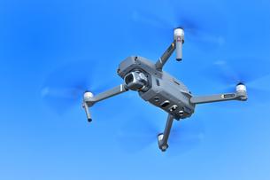 空撮専用の小型ドローンの写真素材 [FYI01265724]