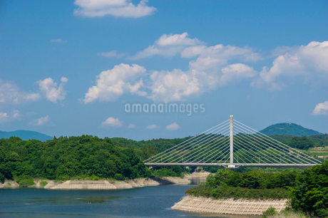 三春ダムと春日大橋の写真素材 [FYI01265918]