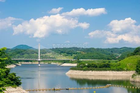 三春ダムと春日大橋の写真素材 [FYI01265920]