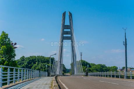 ダムに架かる吊り橋の写真素材 [FYI01265924]