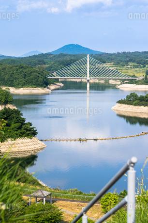 三春ダムと春日大橋の写真素材 [FYI01265926]