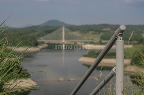 三春ダムと春日大橋の写真素材 [FYI01265941]
