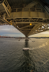 横浜スカイウォークから見える船舶の写真素材 [FYI01266019]