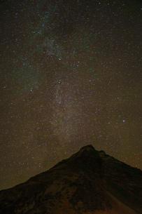 アイスランドの雪山と星空の写真素材 [FYI01266054]
