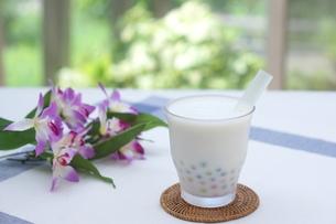 カラータピオカのココナッツミルクの写真素材 [FYI01266330]