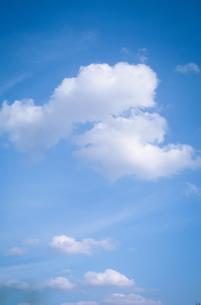 青空と白い雲の写真素材 [FYI01266352]