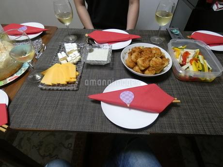から揚げと漬物とチーズの写真素材 [FYI01266420]