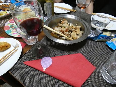 ワインと鶏肉の写真素材 [FYI01266431]
