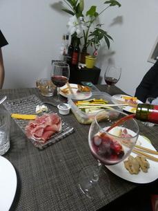 生ハムとワインの写真素材 [FYI01266435]