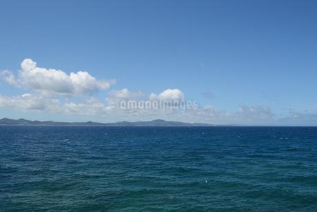 快晴の青空と青い海の写真素材 [FYI01266482]