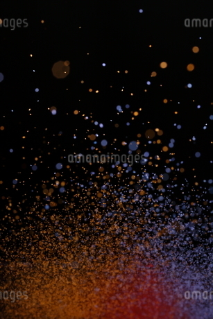 飛散るカラーパウダーの写真素材 [FYI01266562]