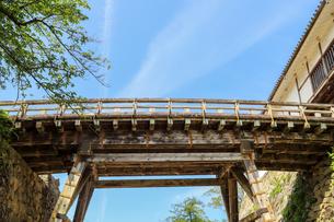 木造の古い渡り廊下の写真素材 [FYI01266573]