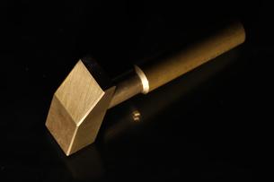 真鍮製の金槌の写真素材 [FYI01266578]