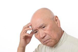 シニアの悩んだ顔の写真素材 [FYI01266610]