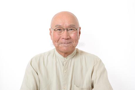 笑顔のシニア男性の写真素材 [FYI01266623]