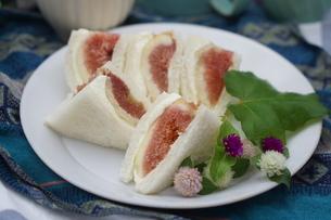 無花果のサンドイッチの写真素材 [FYI01266950]
