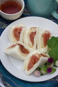 無花果のサンドイッチの写真素材 [FYI01266956]